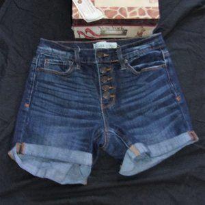 Mudd size 3 blue distressed jean shorts womens